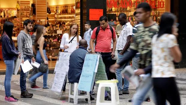 Equipe econômica estuda como desonerar folha para incentivar emprego